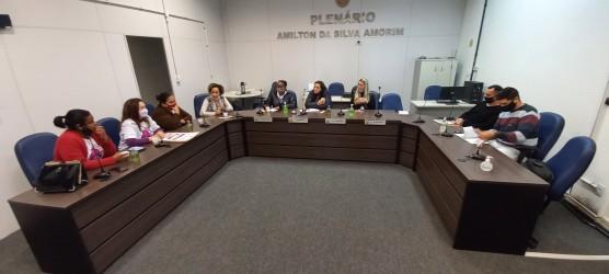 Coordenaria da Mulher se reúne com vereadores do município