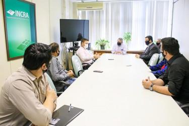 Legislativo e Executivo Municipal debatem processo de regularização fundiária junto ao Incra